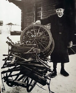Photograph of wood turner Kors Pers. Courtesy of the Dalarnas Museum